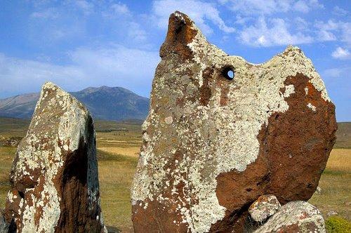 πέτρα με τρύπα(στοουνχετζ Αρμενίας)