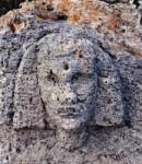 Κεφαλή Σφίγγας σε βράχο κοντά στην αρχαία πυραμίδα των Βιγκλαφίων (Λακωνία)