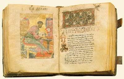 """...Τα αιματηρά γεγονότα του 1901, οδήγησαν στην παραίτηση της κυβέρνησης Θεοτόκη (ενώ η βασίλισσα Όλγα έφυγε για λίγο διάστημα από την Ελλάδα) και στην απαγόρευση κάθε μετάφρασης των ιερών κειμένων που καταχωρήθηκε στο Σύνταγμα του 1911: «Το κείμενον των Αγίων Γραφών τηρείται αναλλοίωτον· η εις άλλον γλωσσικόν τύπον απόδοσις τούτου άνευ της προηγούμενης εγκρίσεως και της εν Κωνσταντινουπόλει Μεγάλης του Χριστού Εκκλησίας απαγορεύεται απολύτως». Όταν έγινε η αναθεώρηση του Συντάγματος το 1927 η φράση τροποποιήθηκε στη μορφή «άνευ της προηγούμενης εγκρίσεως της αυτοκεφάλου Εκκλησίας της Ελλάδος και της εν Κωνσταντινουπόλει Μεγάλης του Χριστού Εκκλησίας». Η διάταξη αυτή παρέμεινε απαράλλαχτη για τα επόμενα 50 περίπου χρόνια. Στο Σύνταγμα του 1975 (άρθρο 3, παράγραφος 3) προστέθηκε η λέξη «επίσημος» («η εις άλλον γλωσσικόν τύπον επίσημος μετάφρασις»), ενώ στη συζήτηση που συνοδεύτηκε στη Βουλή διευκρινίστηκε η έννοια της """"επίσημης"""" μετάφρασης...."""