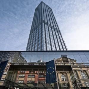 Την Τετάρτη είναι η κρίσιμη συνεδρίαση της ΕΚΤ στη Φρανκφούρτη όπου θα αποφασίσει εάν θα ανανεώσει το ύψος του προγράμματος έκτακτης παροχής ενίσχυσης σε ρευστότητα ELA προς τις ελληνικές τράπεζες.