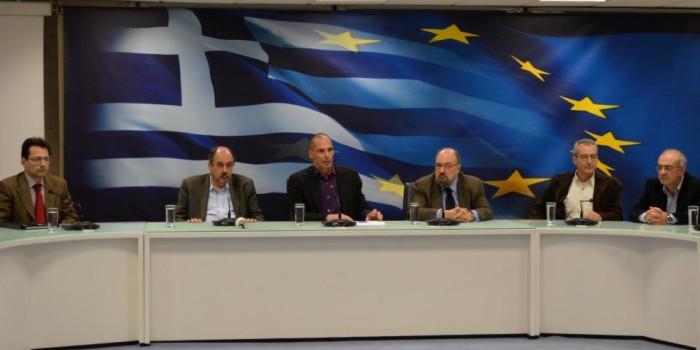 Παρουσίαση από τον Υπουργό Οικονομικών Γιάνη Βαρουφάκη των νέων Γενικών Γραμματέων του Υπουργείου. Πρώτος απο αριστερά ο κ. Δ. Κλούρας