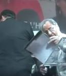 François Hollande a été enfariné par une femme.!!! hohoho !!! ΜΠΑΚΑΛΙΑΡΟΣ ΑΛΕΥΡΩΜΕΝΟΣ !!!