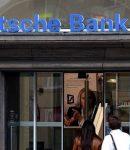 Η Deutsche Bank ΠΑΕΙ ΓΙΑ ΦΟΥΝΤΑΡΙΣΜΑ !!! ΚΛΕΙΝΕΙ ΚΑΤΑΣΤΗΜΑΤΑ , ΑΠΟΛΥΕΙ ΚΟΣΜΟ , ΤΡΩΕΙ ΑΠΑΝΩΤΑ ΠΡΟΣΤΙΜΑ , ΥΠΟΒΑΘΜΙΖΟΥΝ ΤΙΣ ΑΞΙΕΣ ΤΗΣ ! ΜΗΠΩΣ ΗΡΘΕ Η ΩΡΑ ΝΑ ΠΑΡΑΔΩΣΕΙ ΤΑ ΚΛΕΙΔΙΑ ;