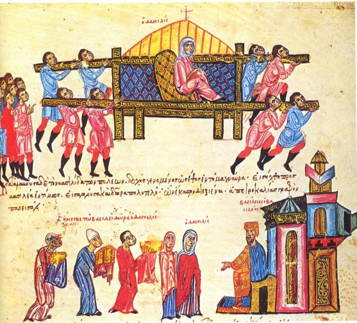 """Οι """"δυνατοί"""" των επαρχιών είχαν πολύ μεγάλη δύναμη. Στην εικόνα η Δανιηλίδα, πλούσια γυναίκα των Πατρών και ενώ μεταφέρεται από 300 δούλους στην Κων/πολη για να επισκεφτεί τον Βασίλειο Α΄όταν στέφθηκε αυτοκράτορας http://egpaid.blogspot.com/2011/02/blog-post.html"""