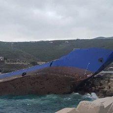 ΕΠΙΣΤΟΛΗ ΔΗΜΑΡΧΟΥ ΚΕΑΣ: ΔΕΝ δεχόμαστε να βρούμε λύση σε ένα πρόβλημα που ΔΕΝ είναι δικό μας. Κύριε Πρωθυπουργέ... Το πλοίο ΔΕΝ κατευθυνόταν στην Ιταλία κύριε Πρωθυπουργέ... διέσχισε χωρίς άγκυρα (!), χωρίς σημαία και διακριτική ονομασία, το μισό Βόρειο και όλο το Νότιο Αιγαίο!!! ΔΕΝ υπάρχει ευθύνη για αυτό κύριε Πρωθυπουργέ;