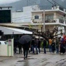 Δήμαρχος Ωρωπού: Βάλτε σε καραντίνα τη δομή της Μαλακάσας – Κυκλοφορεί μια υγειονομική βόμβα